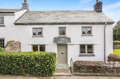 3 Bedrooms Semi Detached House for sale in Launceston, Cornwall