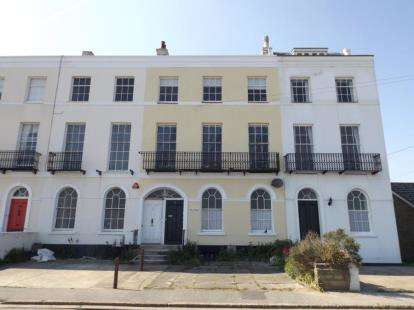 1 Bedroom Flat for sale in Walton On The Naze, Essex