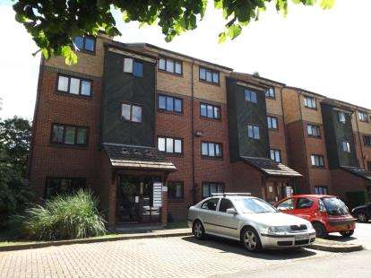 1 Bedroom Flat for sale in Chingford, London