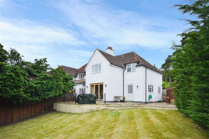 4 Bedrooms Property for sale in Lodge Hill Road, Lower Bourne, Farnham