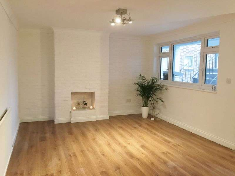 2 Bedrooms Flat for sale in Cat Hill, Barnet