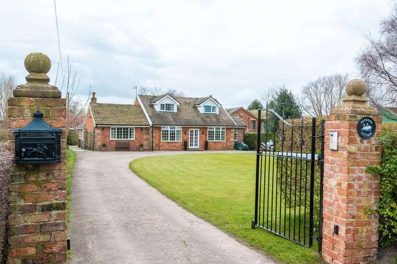 4 Bedrooms Detached House for sale in Crabtree Lane, Ormskirk