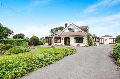 4 Bedrooms Detached House for sale in Darkinson Lane, Lea Town, Preston, Lancashire, PR4