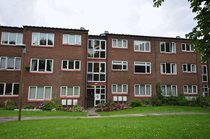 2 Bedrooms Flat for sale in Camelot Way, Runcorn