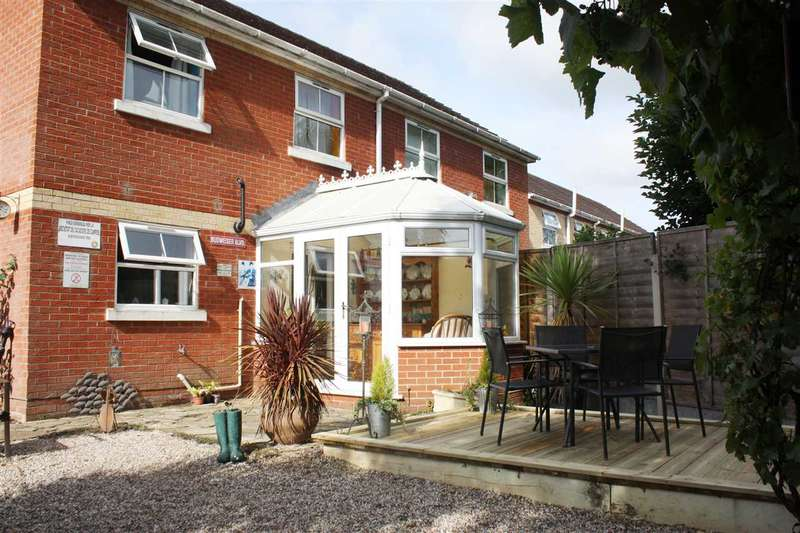 3 Bedrooms Semi Detached House for sale in Maypole Green Road, Colchester