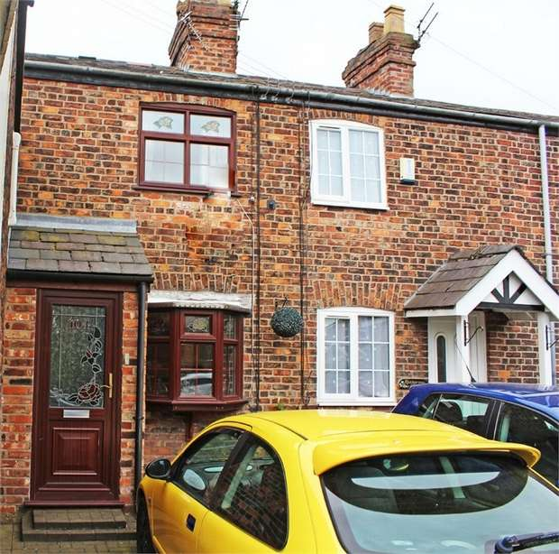 2 Bedrooms Terraced House for sale in Rushgreen Road, Lymm, Cheshire