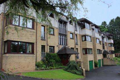 2 Bedrooms Flat for sale in Greenbriar House, Maclachlan Road