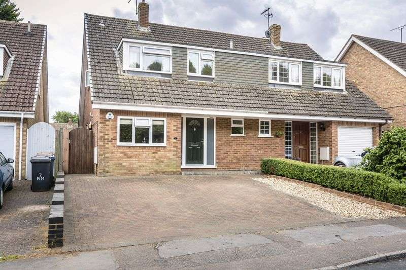 4 Bedrooms Semi Detached House for sale in Bowlers Mead, Buntingford