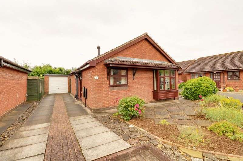 2 Bedrooms Detached Bungalow for sale in Old School Drive, Hibaldstow