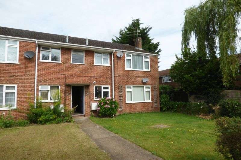 2 Bedrooms Flat for sale in Russell Court, Camberley