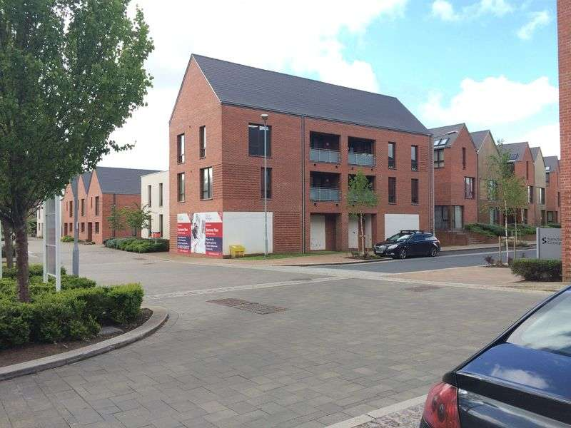 2 Bedrooms Flat for sale in 3 Sutherland Close, Ketley, Telford, Shropshire, TF1 5BR
