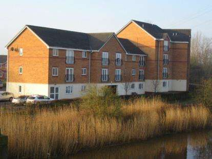 2 Bedrooms Flat for sale in Moorside, Warrington, Cheshire, WA4