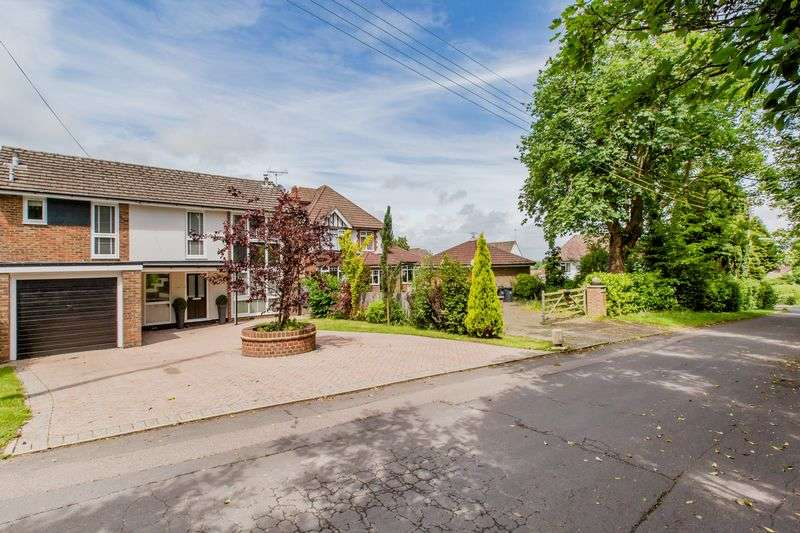 4 Bedrooms Detached House for sale in Oakwood Road, Burgess Hill