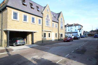 1 Bedroom Flat for sale in Craven Gate, Lorne Road, Brentwood, Essex