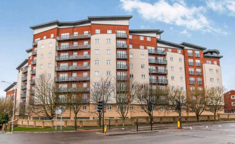 1 Bedroom Flat for sale in Slough - Close To Town Centre
