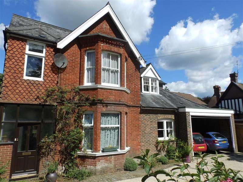 4 Bedrooms Detached House for sale in Wimblehurst Road, Horsham
