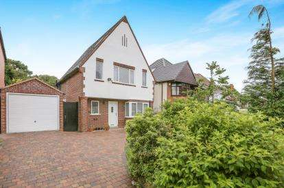 4 Bedrooms Detached House for sale in Himley Crescent, Goldthorn, Wolverhampton, West Midlands
