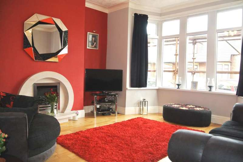 4 Bedrooms Semi Detached House for sale in Kenilworth Gardens, Blackpool, FY4 1JL