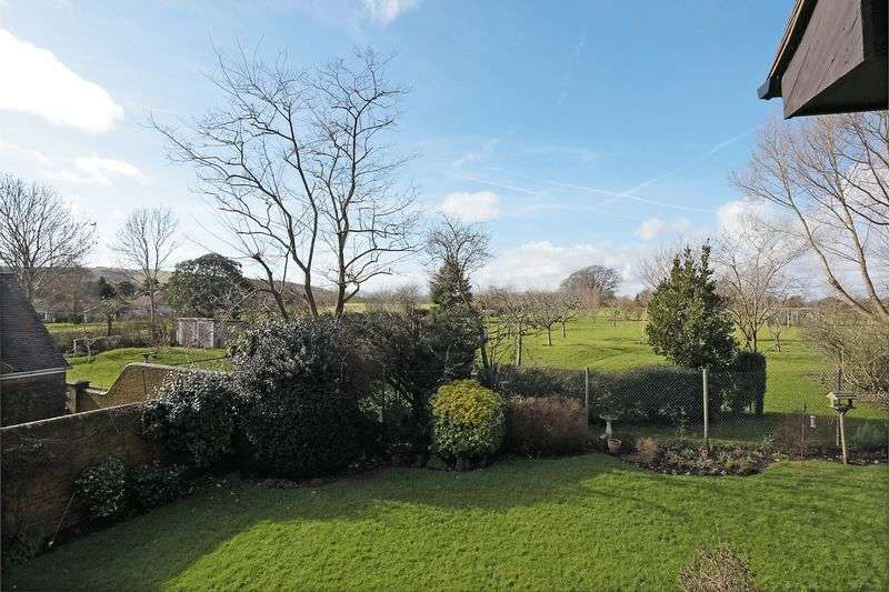 2 Bedrooms Flat for sale in Vicarage Close, Ringmer, East Sussex