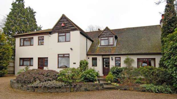 6 Bedrooms Detached House for sale in Frimley Road, Ash Vale, Surrey, GU12 5PP