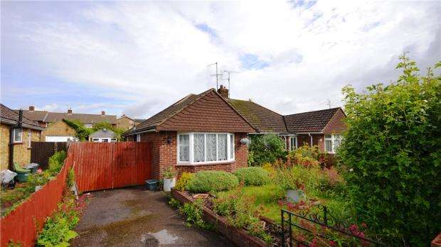 3 Bedrooms Bungalow for sale in Buckland Avenue, Basingstoke, Hampshire