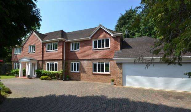 6 Bedrooms Detached House for sale in 4 Carlinwark Drive, Camberley, Surrey, GU15 3TX