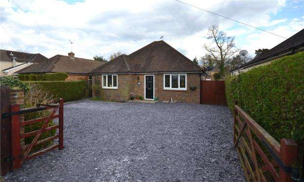 2 Bedrooms Detached Bungalow for sale in Connaught Road, Fleet, Hampshire
