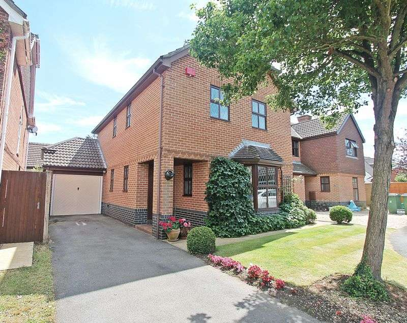 4 Bedrooms Detached House for sale in Trimaran Road, Warsash