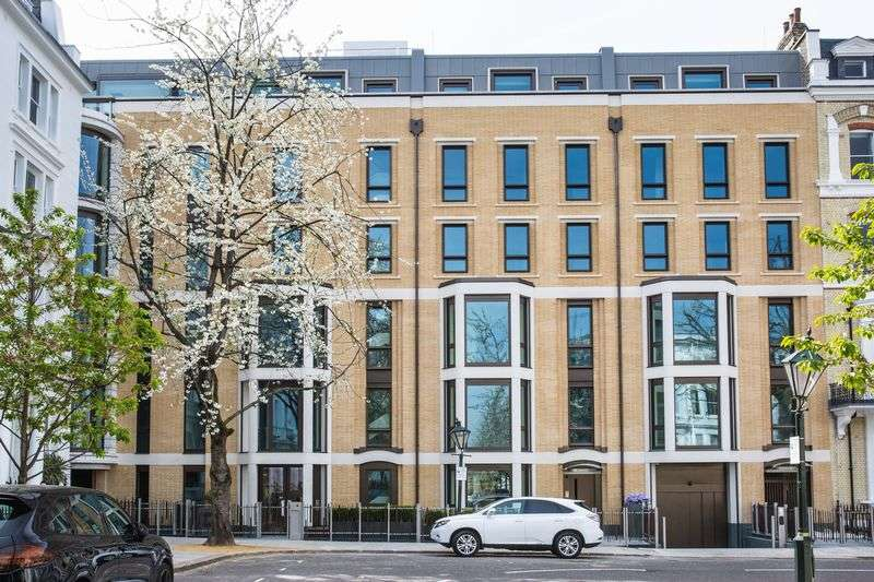3 Bedrooms Flat for sale in Vicarage Gate House, Kensington, London