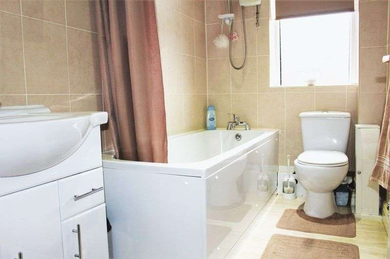 4 Bedrooms Terraced House for sale in Entwisle Road, Rochdale