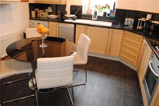 3 Bedrooms Flat for sale in Marianne House, Old London Road, Hastings, East Sussex, TN35