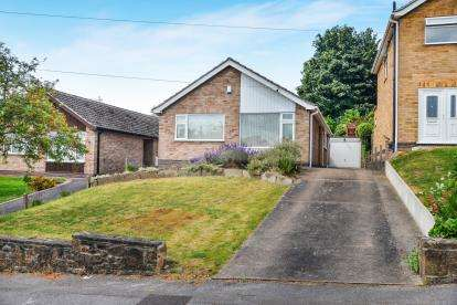 2 Bedrooms Bungalow for sale in Cheriton Drive, Ravenshead, Nottingham, Notts