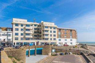 2 Bedrooms Flat for sale in St. Margarets, High Street, Rottingdean, Brighton