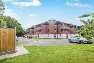 1 Bedroom Flat for sale in Camelot Court, Ifield, Crawley, West Sussex
