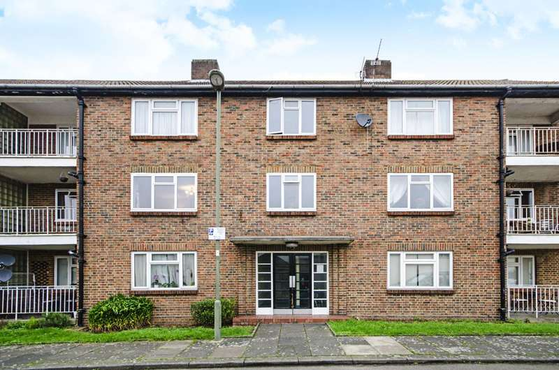 2 Bedrooms Flat for sale in Saffron Close, Golders Green, NW11