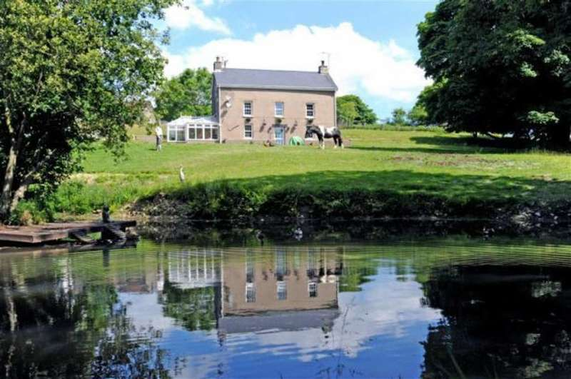 5 Bedrooms Property for sale in Maenclochog, Clynderwen, Pembrokeshire
