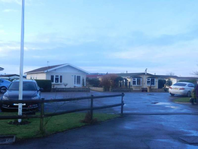 2 Bedrooms Park Home Mobile Home for sale in Sledge Green, Berrow, Malvern, Worcestershire, WR13 6JW
