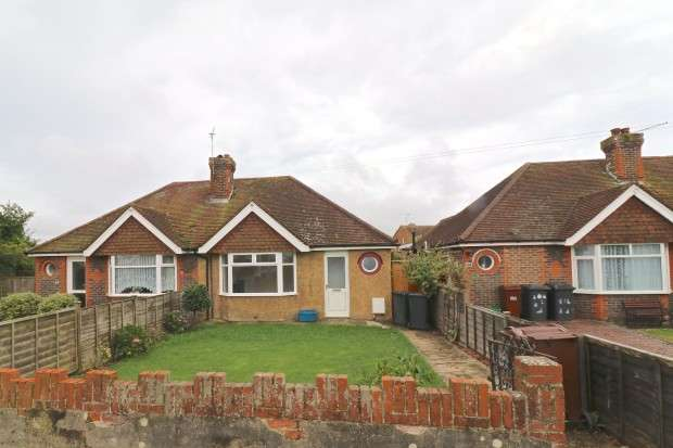 2 Bedrooms Bungalow for sale in Station Road, Polegate, BN26