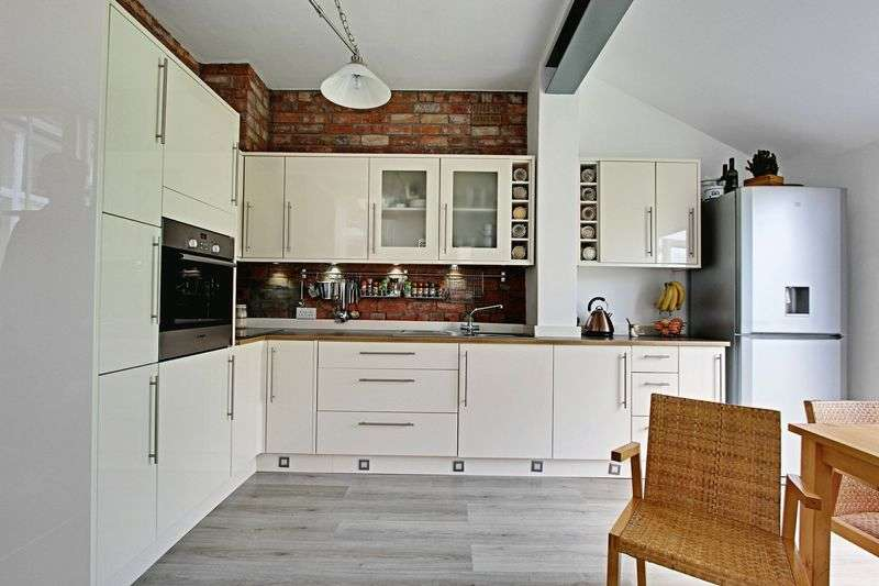 4 Bedrooms Terraced House for sale in Victoria Avenue, Hull