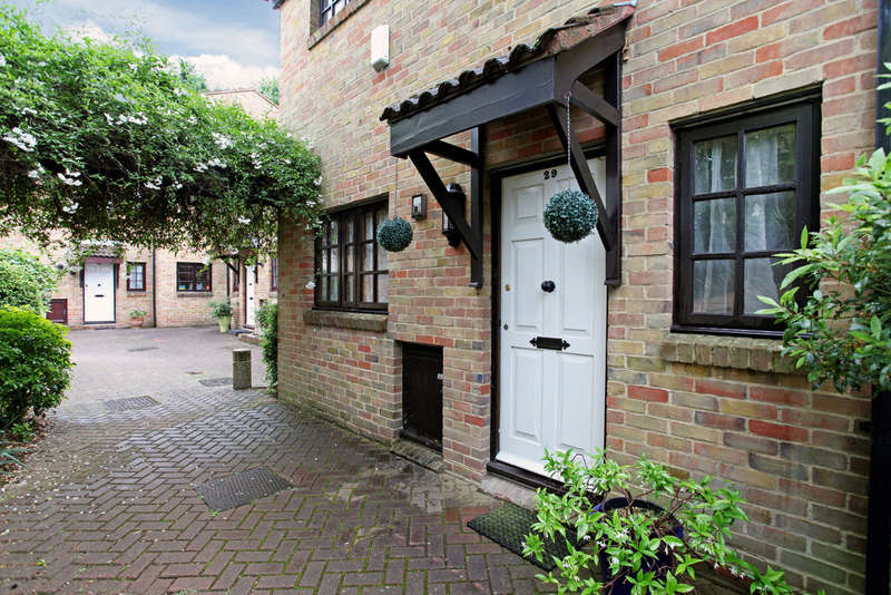3 Bedrooms Semi Detached House for sale in The Farthings, Kingston Upon Thames, KT2