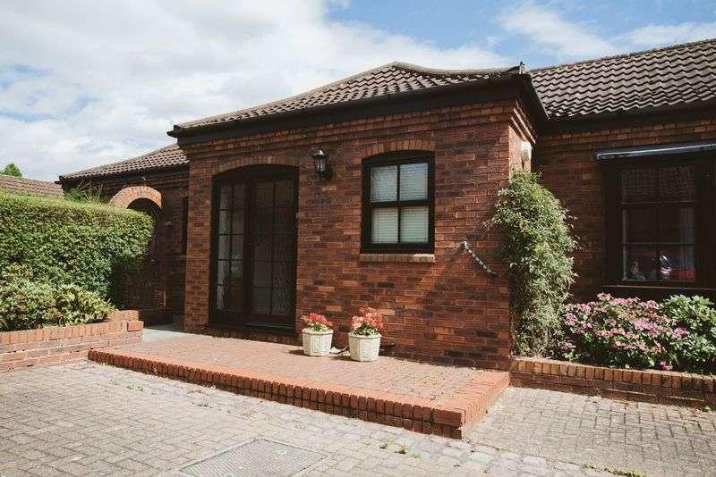 3 Bedrooms Detached Bungalow for sale in Hill Farm Court, Nottingham