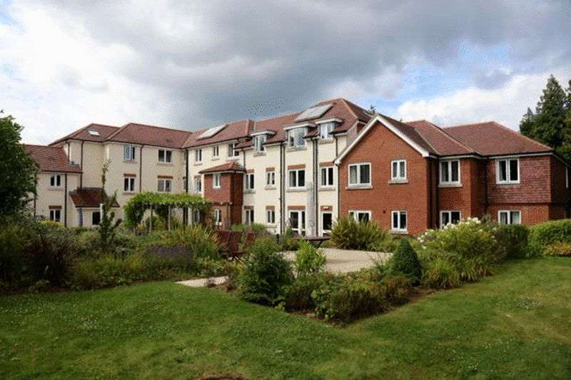 1 Bedroom Retirement Property for sale in Hindhead, Cornerway Lodge