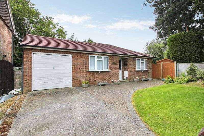 2 Bedrooms Detached Bungalow for sale in Westway, Copthorne, West Sussex