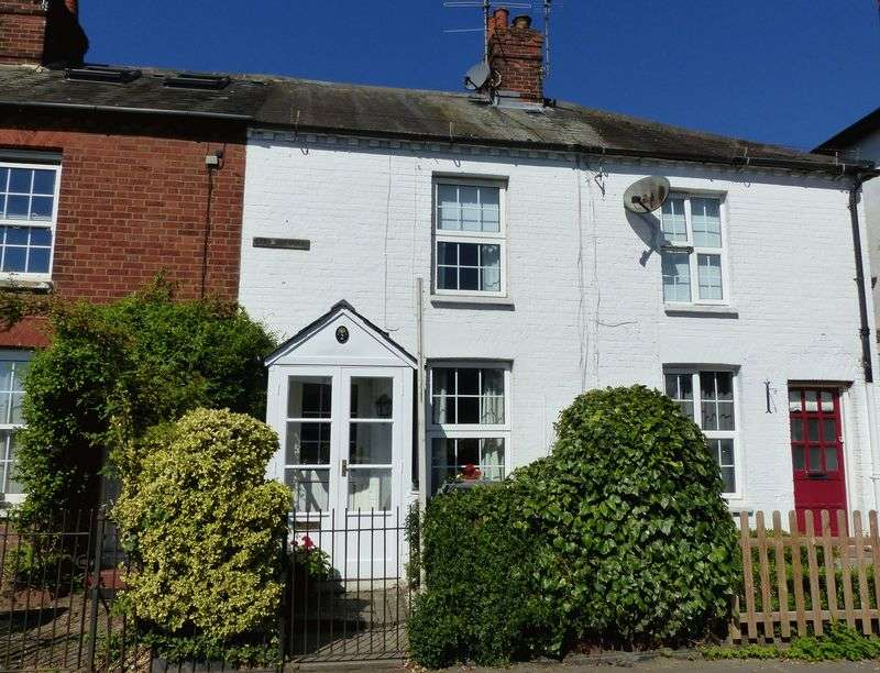 2 Bedrooms Terraced House for sale in COOKHAM RISE