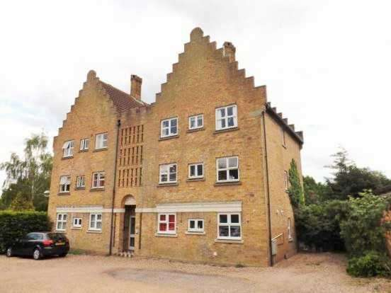 2 Bedrooms Flat for sale in Fore Street, Noak Bridge, Basildon