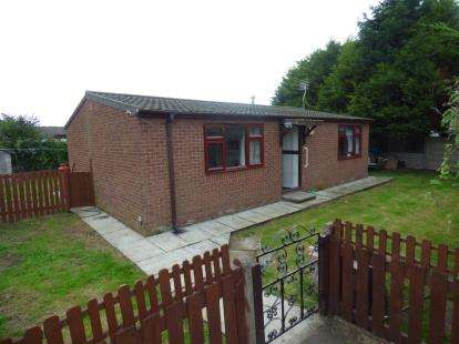 2 Bedrooms Bungalow for sale in Balmoral Drive, Churchtown, Southport, PR9