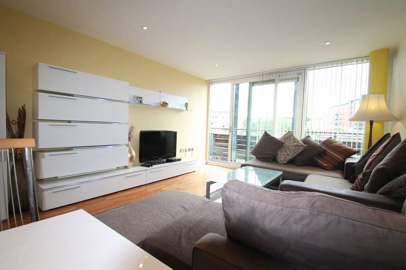 3 Bedrooms Flat for sale in The Glass House, Canal Square, Edgbaston, B16 8FL