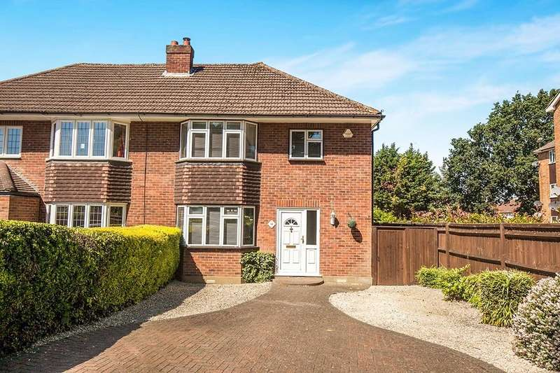 3 Bedrooms Semi Detached House for sale in Upper Halliford Road, Shepperton, TW17