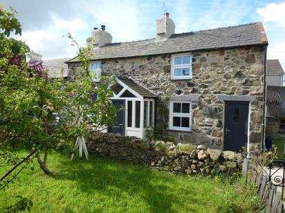 2 Bedrooms Semi Detached House for sale in Cefn Gryddyn, Seion, LLanddeiniolen, Gwynedd, LL55