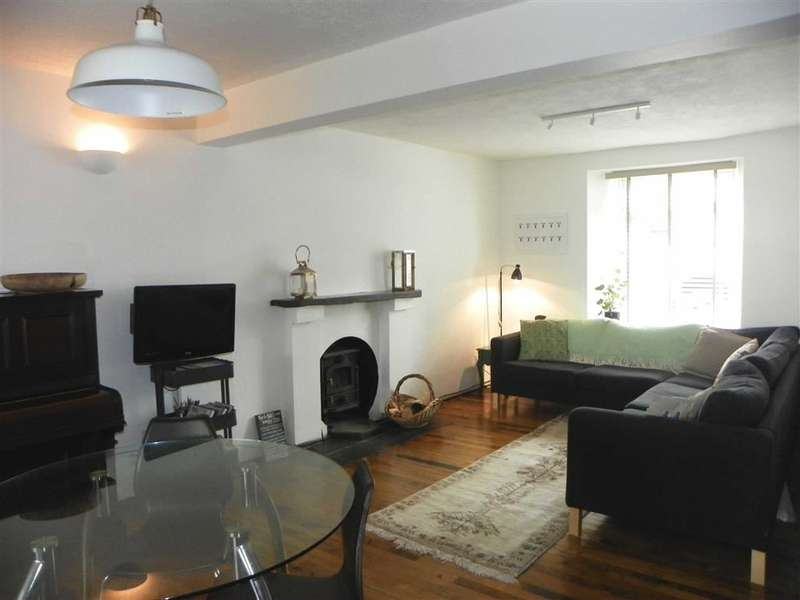 3 Bedrooms Terraced House for sale in Main Street, Pembroke